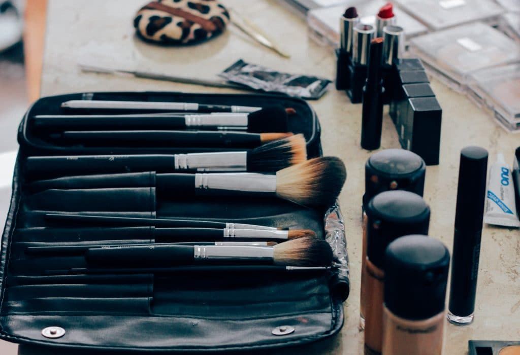 The ultimate spring cleaning checklist - make-up brushes clean lie on desk in bathroom